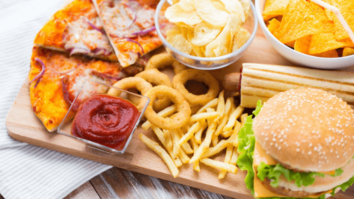 picture of unhealthy junk food that can be the cause of alzheimers disease